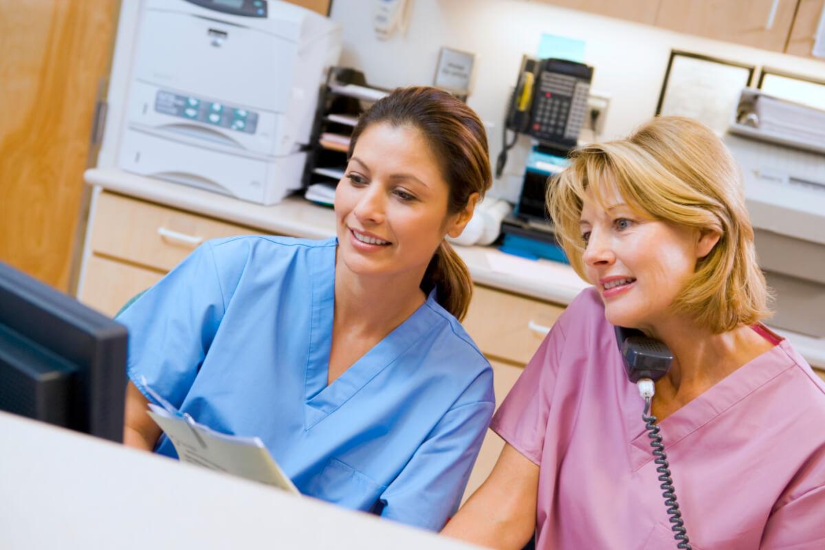 Sykepleiere i resepsjonen